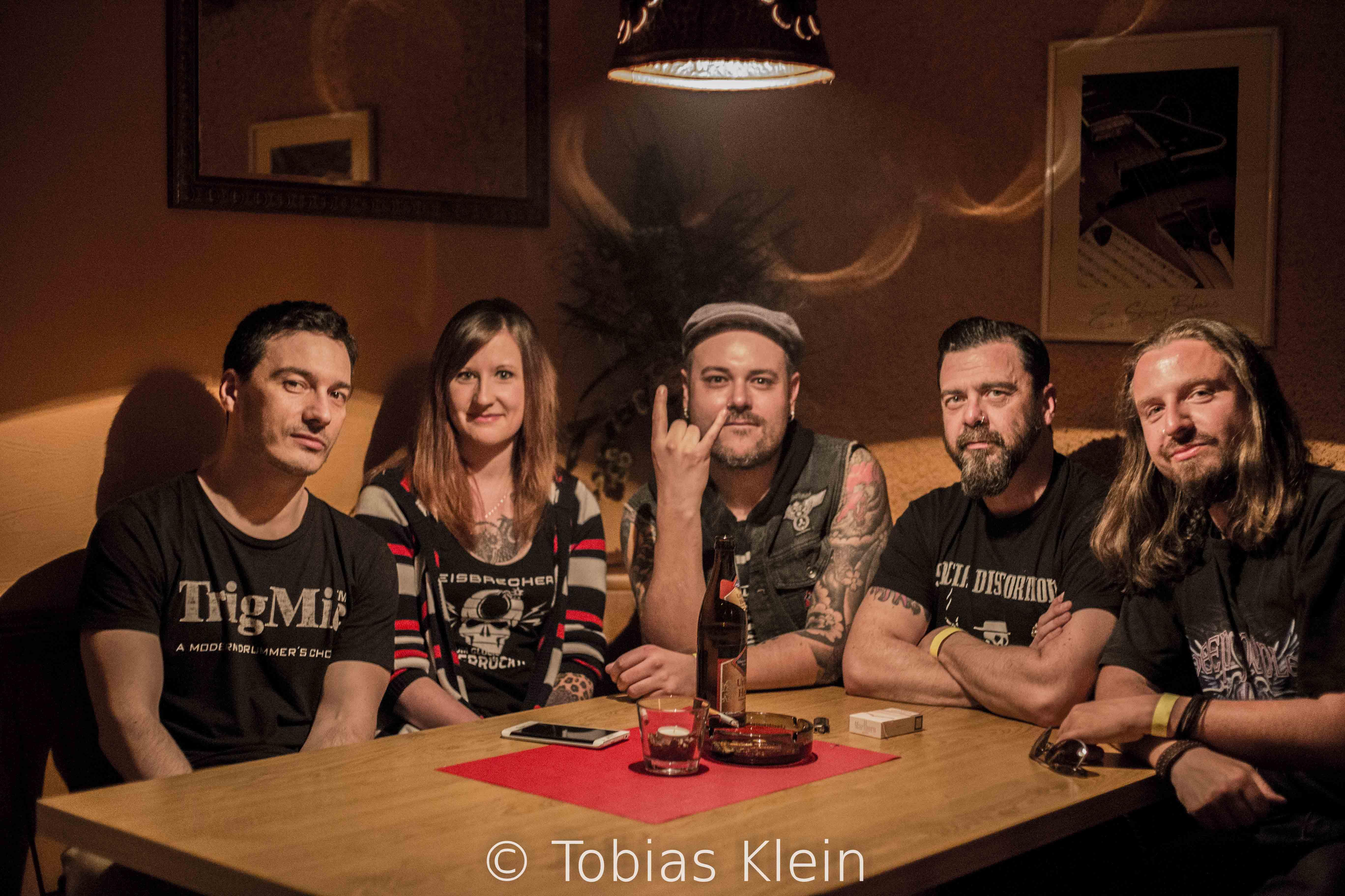 von links) Wildan (Drums), Michaela; Peter (Gesang und Gitarre); Rob (Bass) und Michael (Aushilfsgitarrist für Matthias)